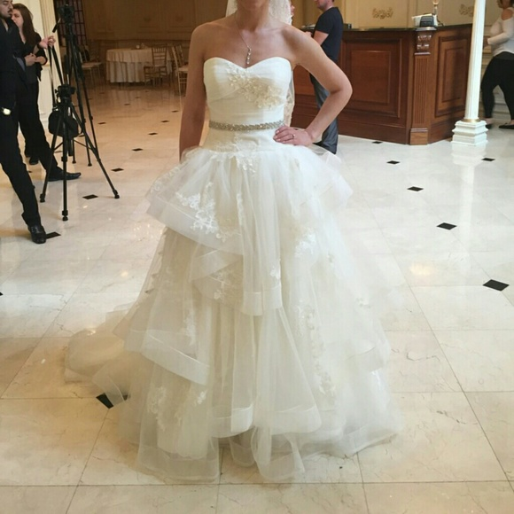 Vera Wang White Strapless Tulle Wedding Dress